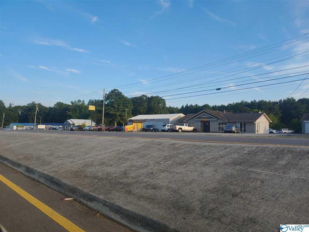 Photo of home for sale at 9793 Highway 431, Albertville AL