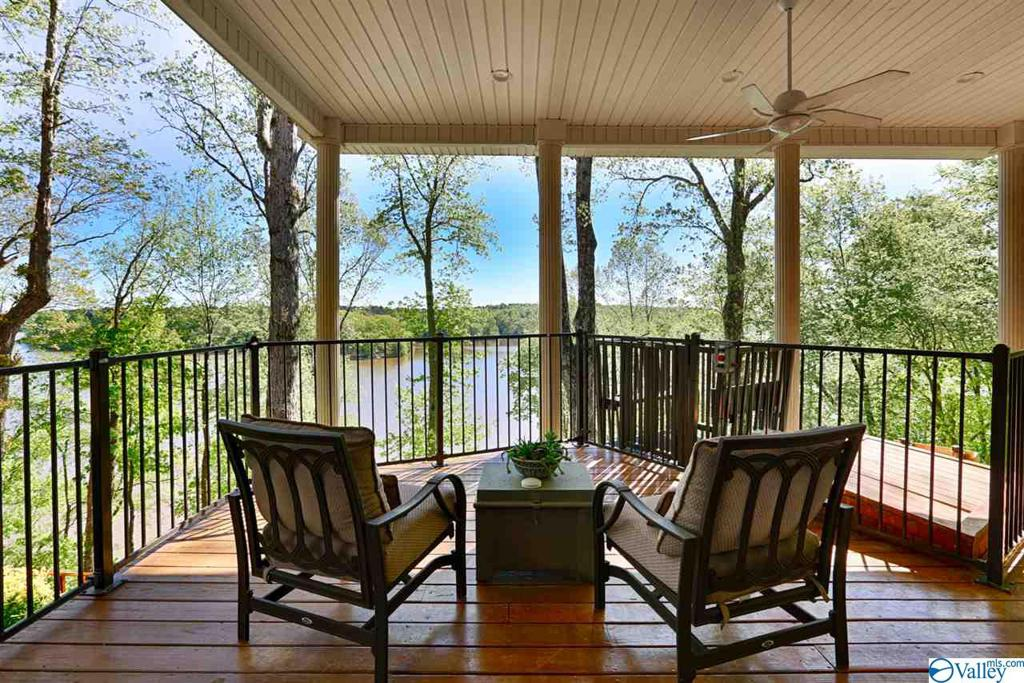 Photo of home for sale at 1268 Riverfront Road, Rogersville AL