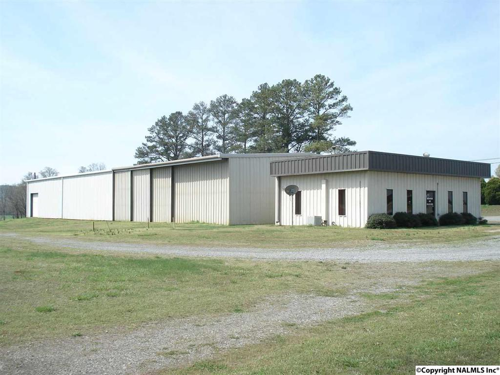Photo of home for sale at 2957 Highway 36 E, Hartselle AL