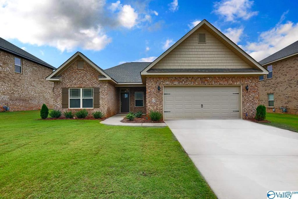 Photo of home for sale at 313 Jubilee Circle, Huntsville AL