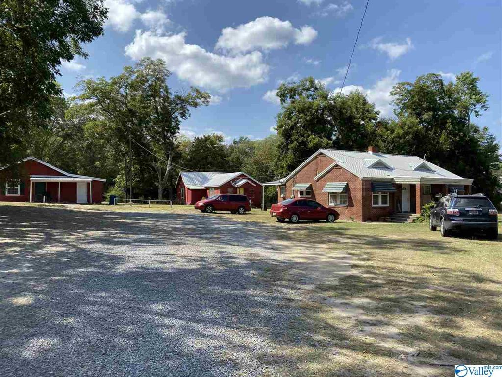 Photo of home for sale at 526 Main Street N, Boaz AL
