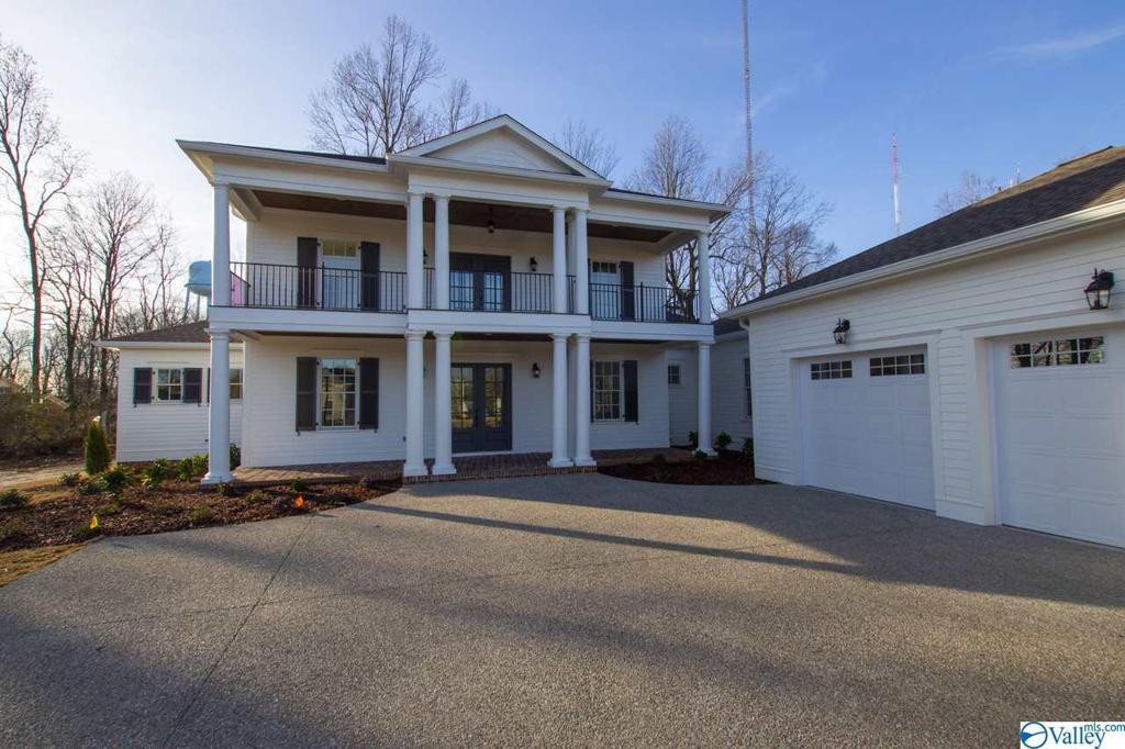 Photo of home for sale at 8 Georgetta, Huntsville AL