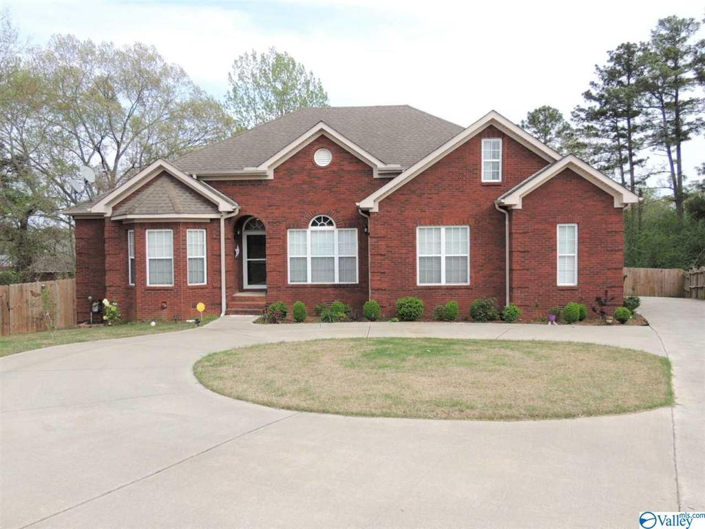 Photo of home for sale at 108 Oak Brook Circle, Madison AL