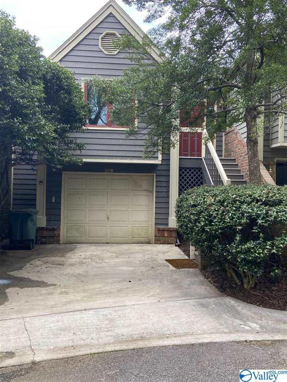 Photo of home for sale at 219 Knollridge Circle, Huntsville AL