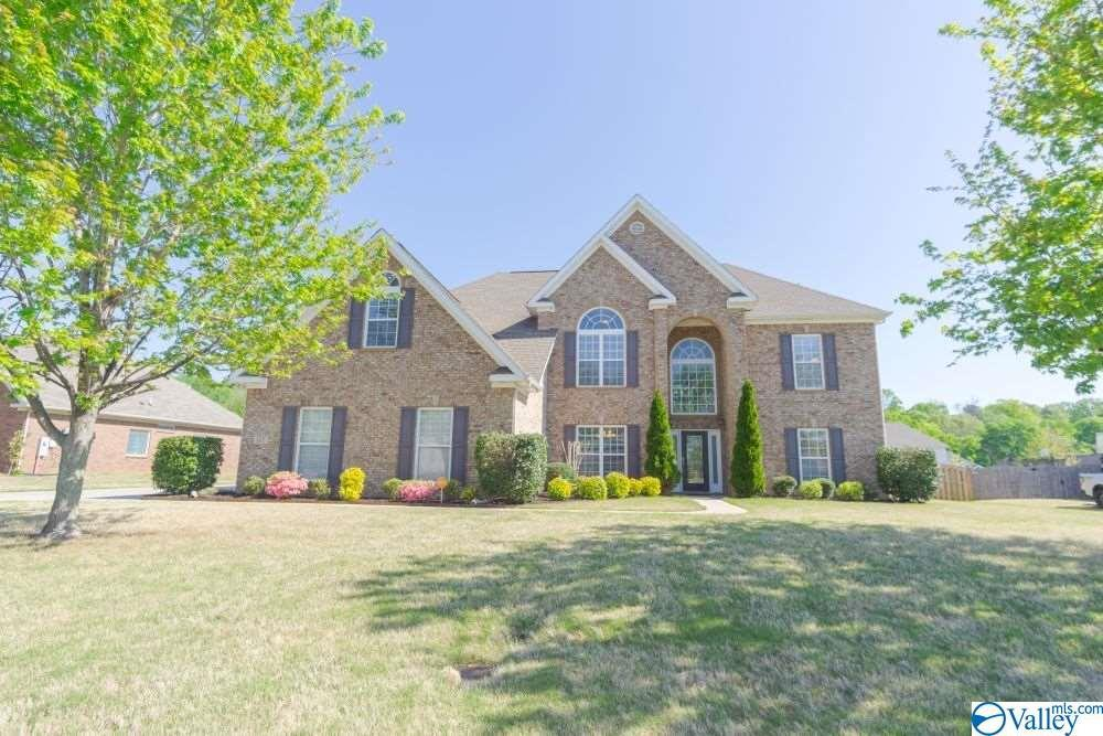 Photo of home for sale at 117 Parkview Drive, Meridianville AL
