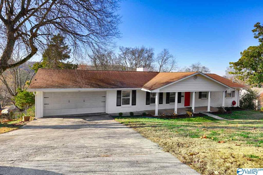 Photo of home for sale at 1810 Shades Crest Road, Huntsville AL