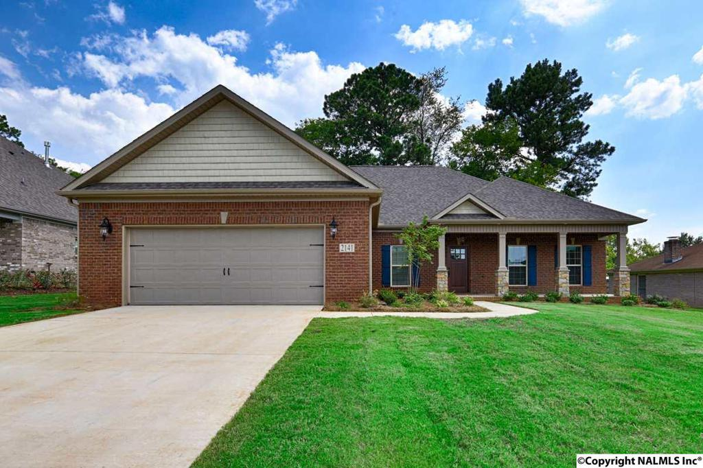 Photo of home for sale at Noel Drive, Huntsville AL