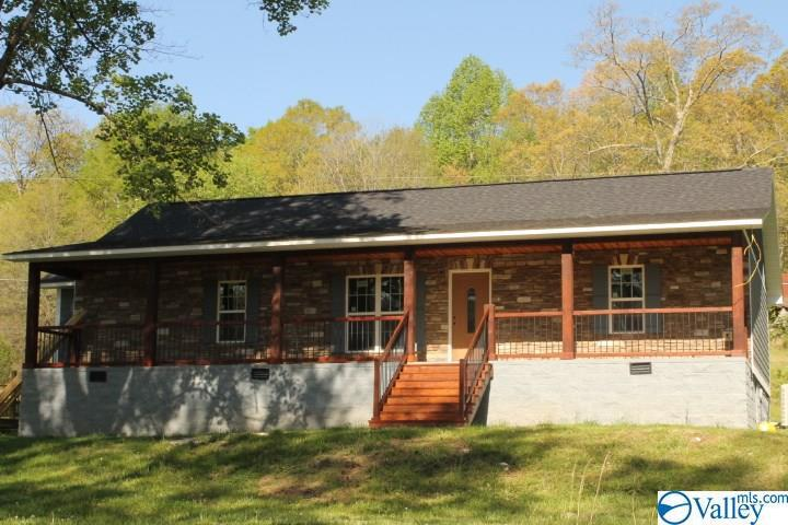 Photo of home for sale at 7923 County Road 137, Valley Head AL