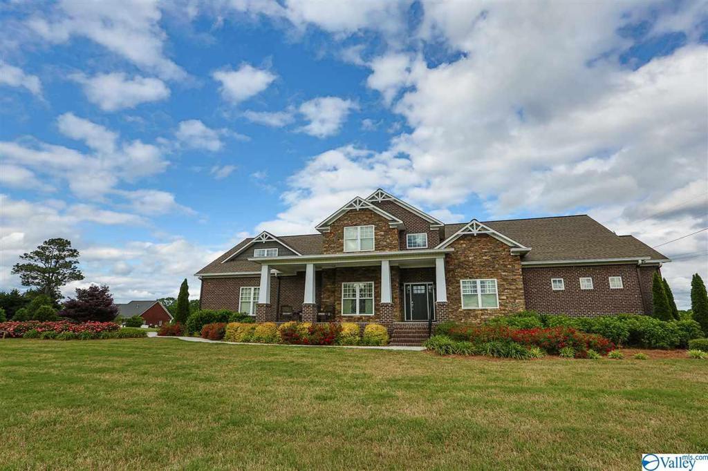 Photo of home for sale at 2661 Broad Street S, Albertville AL