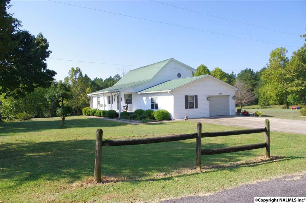 Photo of home for sale at Barley Drive, Guntersville AL