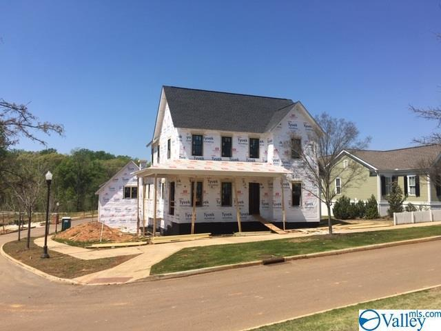 Photo of home for sale at 51 Hillcrest Avenue, Huntsville AL