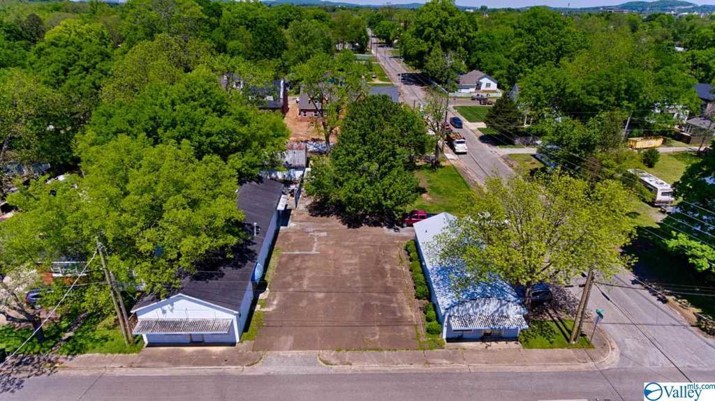 Photo of home for sale at 2906 9th Avenue, Huntsville AL