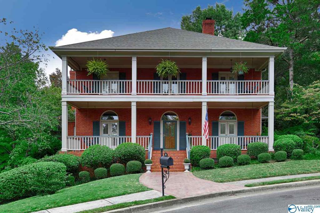 Photo of home for sale at 36 Saint James Square, Huntsville AL