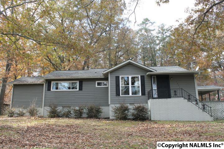 Photo of home for sale at 1602 Forest Avenue, Fort Payne AL