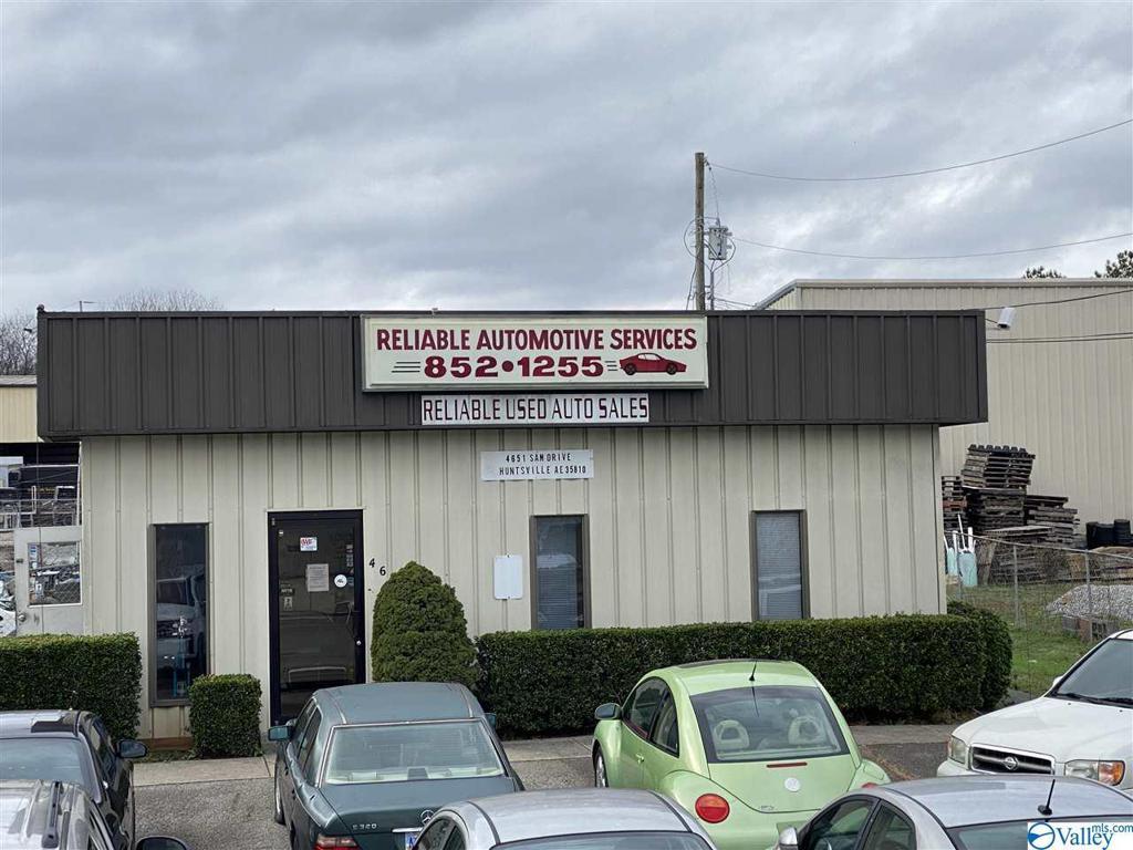 Photo of home for sale at 4651 Sam Drive, Huntsville AL