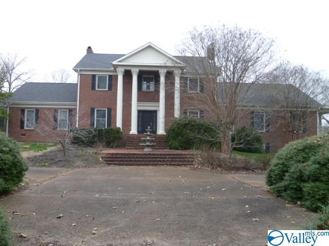 Photo of home for sale at 1702 Quail Hollow Road, Fort Payne AL