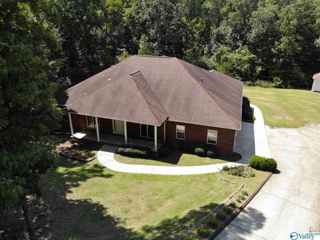 Photo of home for sale at 120 Deer Walk, Guntersville AL