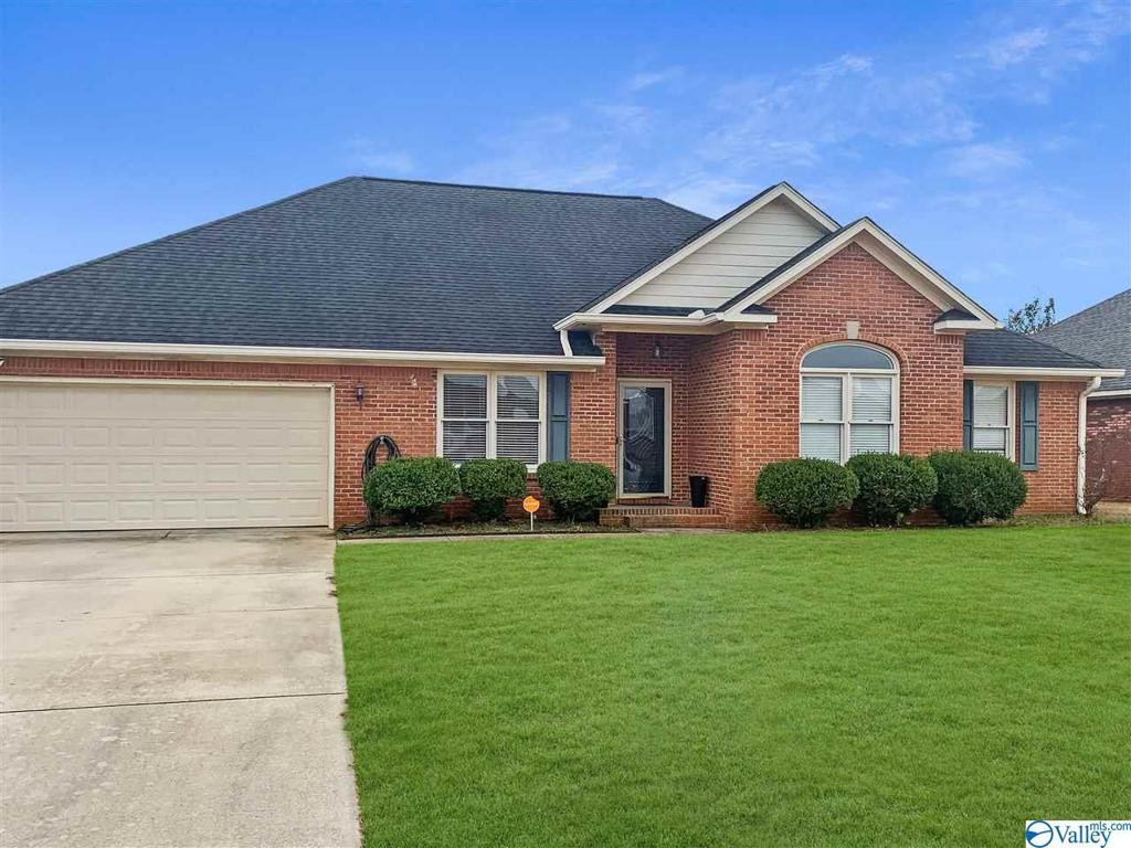 Photo of home for sale at 2603 Piccadilly Circus, Decatur AL