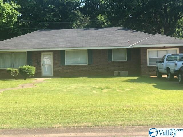 Photo of home for sale at 1410 Beech Street, Decatur AL