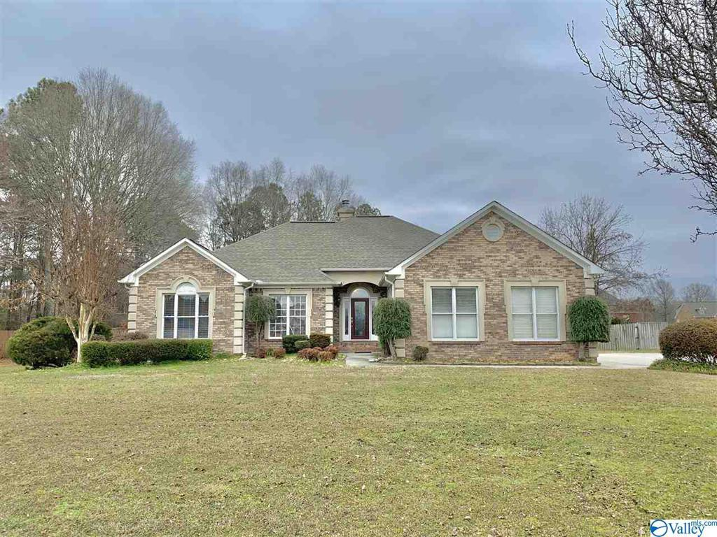Photo of home for sale at 1035 Skyview Drive, Southside AL