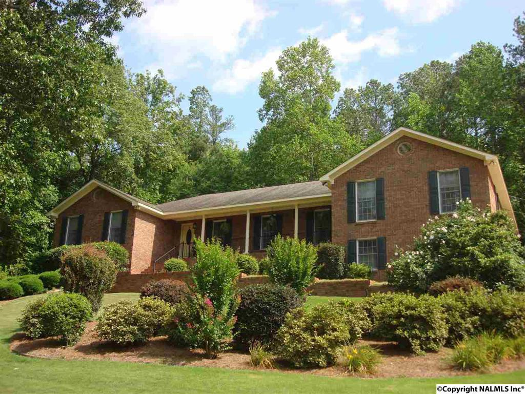 Photo of home for sale at Ridgecrest Road, Gadsden AL