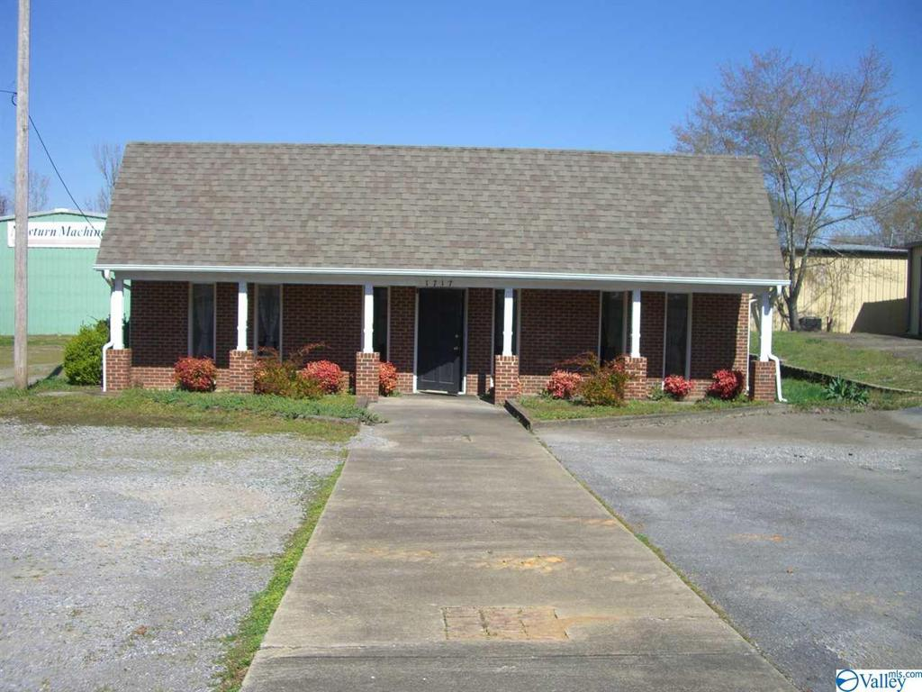 Photo of home for sale at 1717 East Willow Street, Scottsboro AL