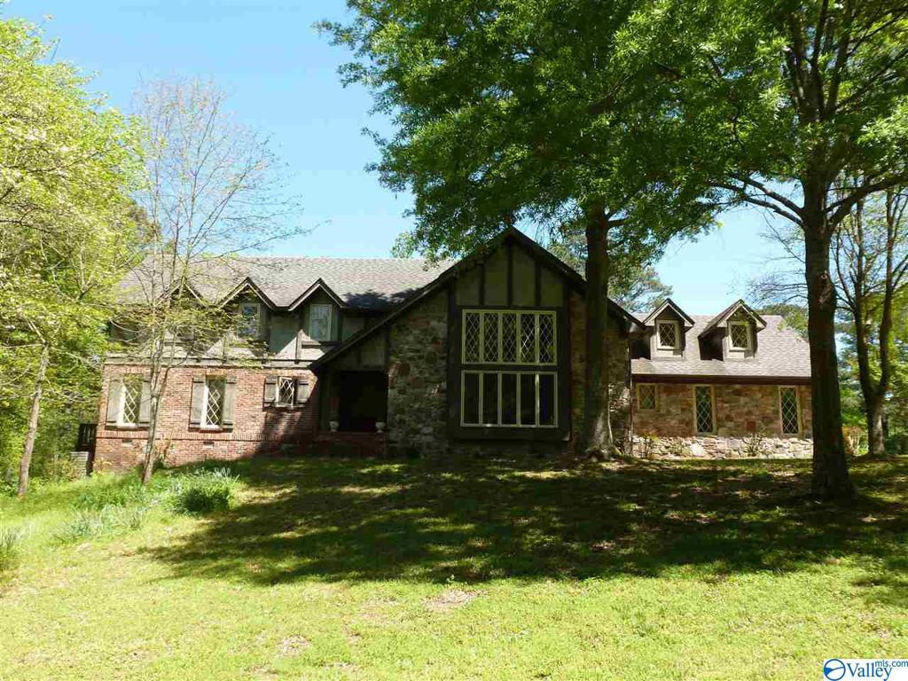 Photo of home for sale at 1454 Main Street E, Albertville AL