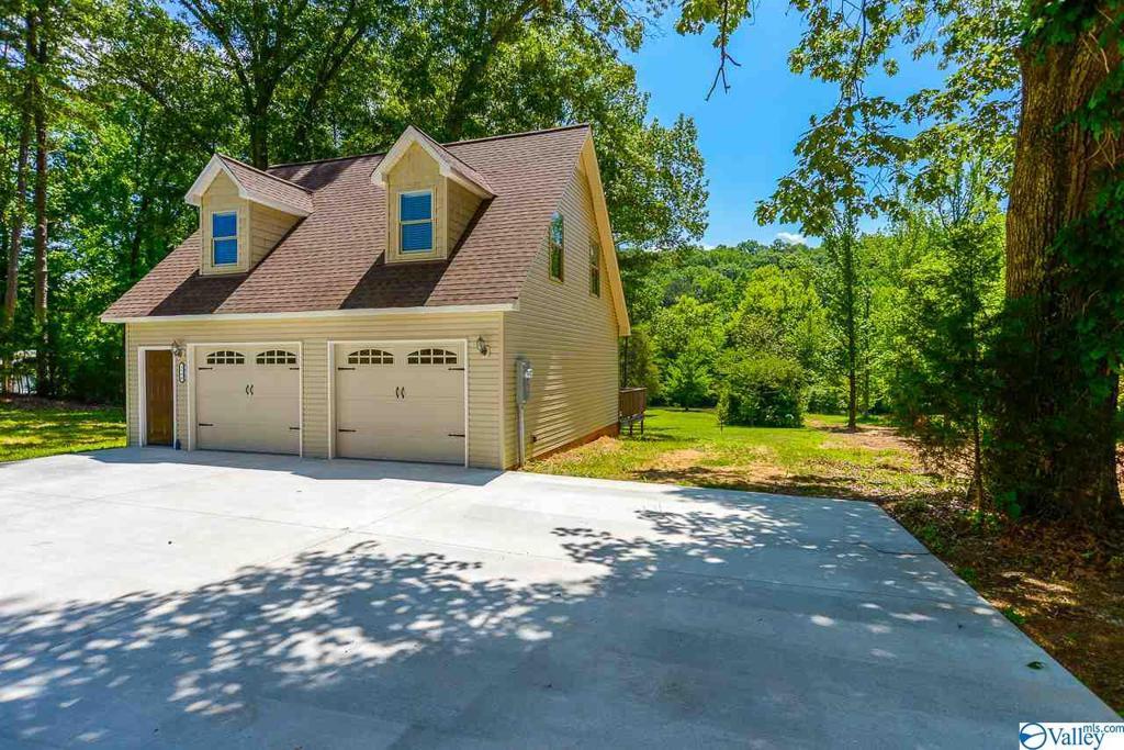 Photo of home for sale at 3590 Scottsboro Hwy 79, Guntersville AL