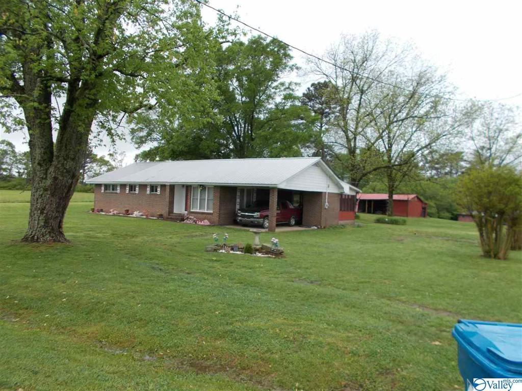 Photo of home for sale at 532 Dobbins Drive, Albertville AL