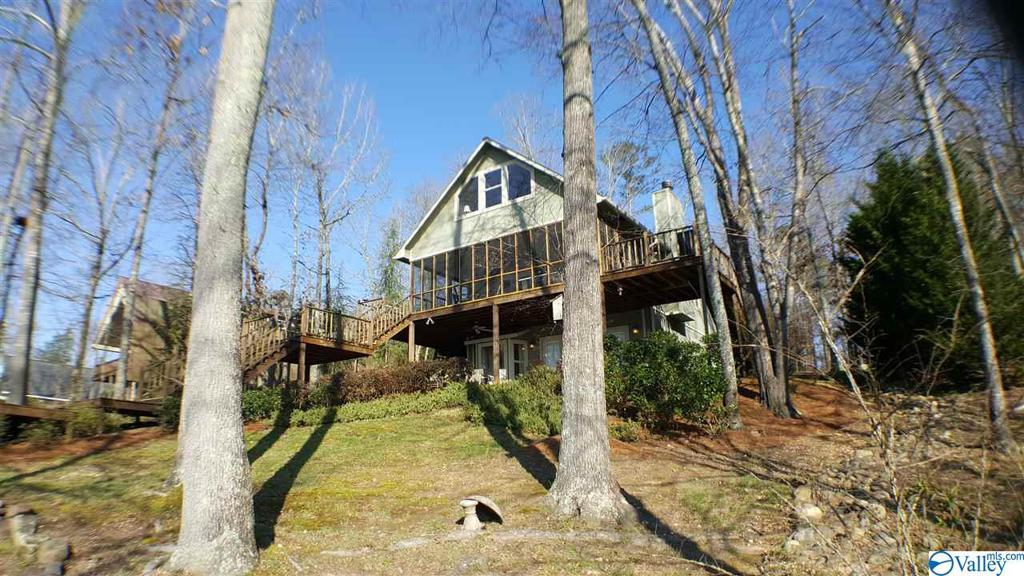 Photo of home for sale at 2864 County Road 137, Cedar Bluff AL