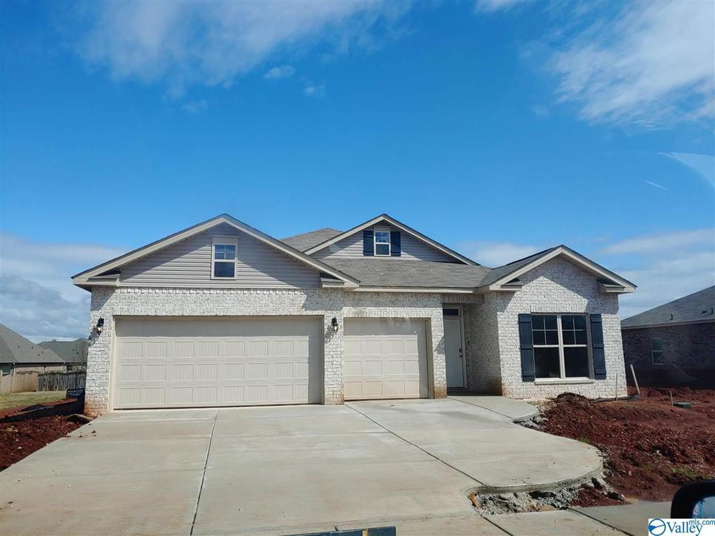 Photo of home for sale at 128 Creek Ridge Drive, Meridianville AL