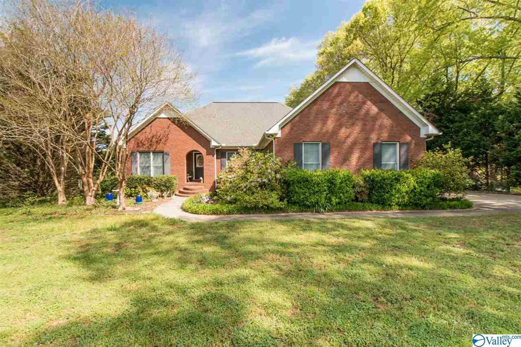 Photo of home for sale at 19170 West Lake Circle, Athens AL