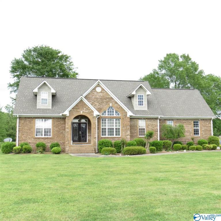 Photo of home for sale at 1145 Summerset Place, Southside AL