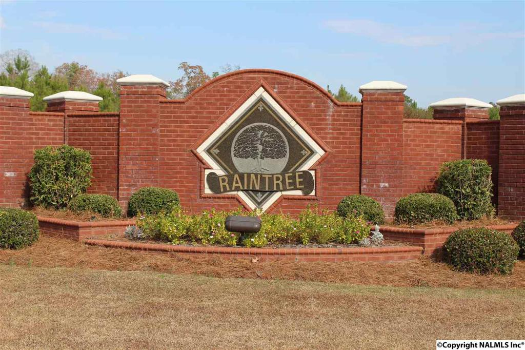 Photo of home for sale at Raintree Drive, Centre AL