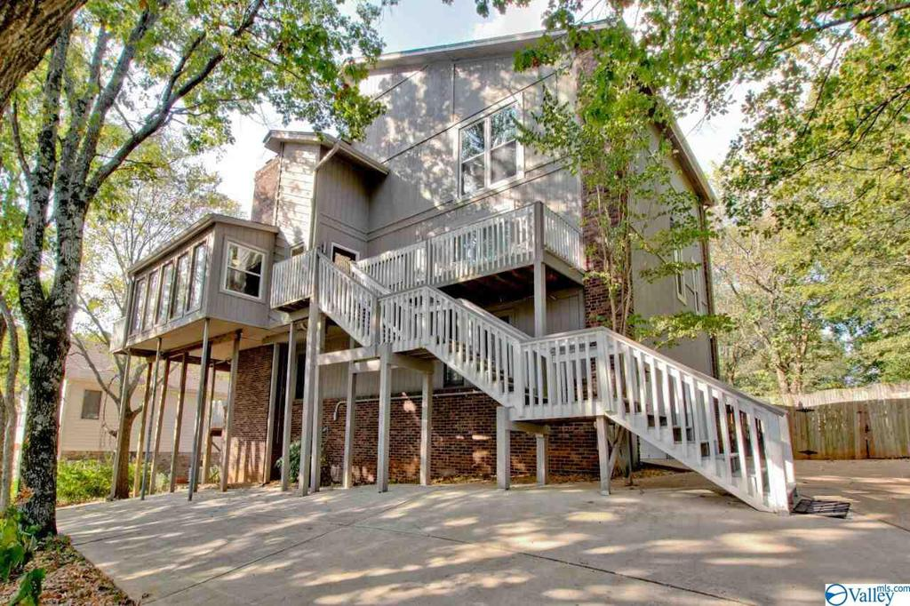 Photo of home for sale at 1913 Parkhill Way, Huntsville AL
