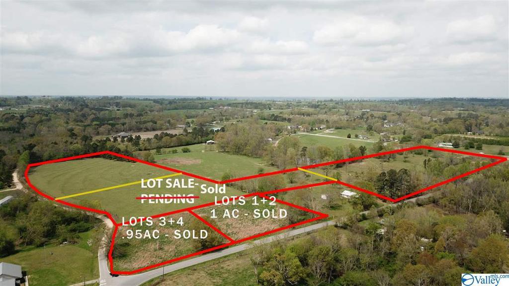 Photo of home for sale at 7255 Section Line Road, Albertville AL