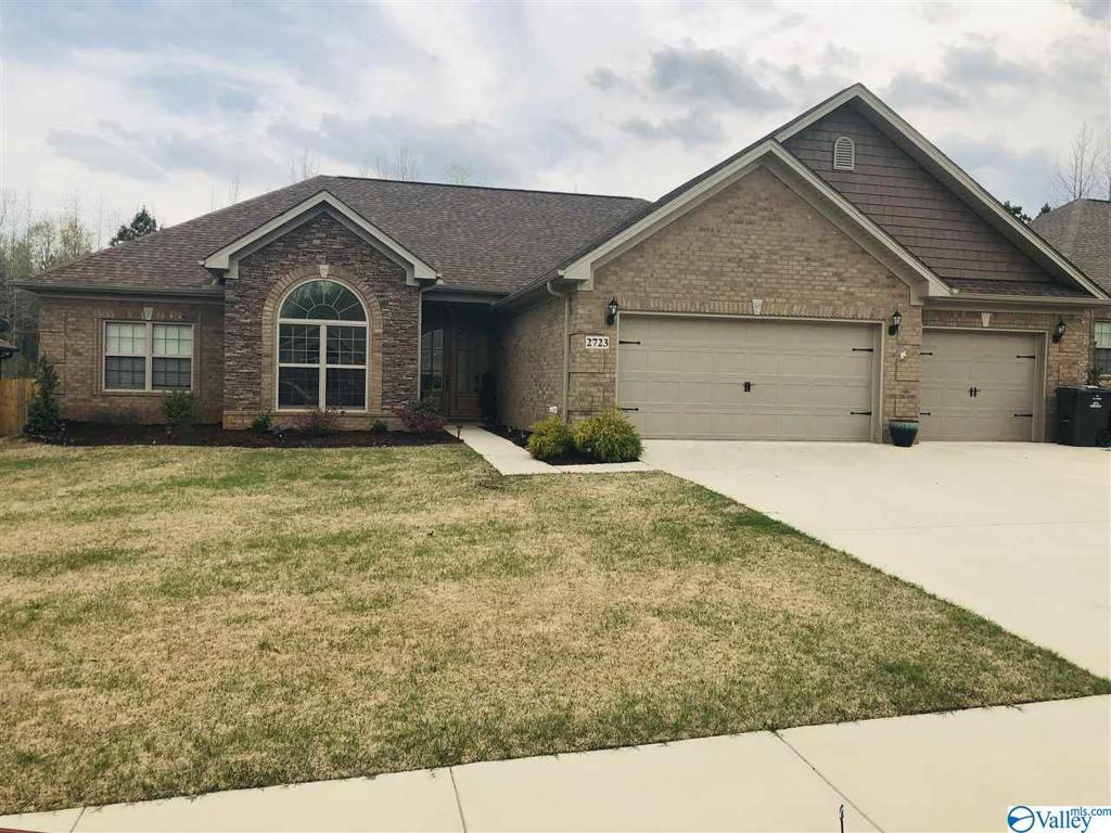 Photo of home for sale at 2723 Apsley Way, Decatur AL