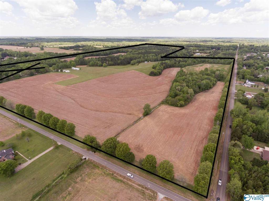 Photo of home for sale at 000 Harvest Road, Harvest AL