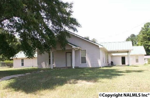 Photo of home for sale at 1820 Hwy 278 E, Gadsden AL