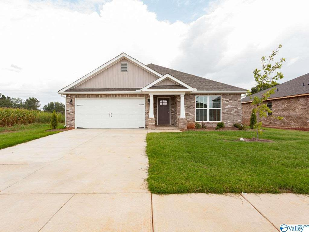 Photo of home for sale at 173 Cherry Laurel Drive, Hazel Green AL