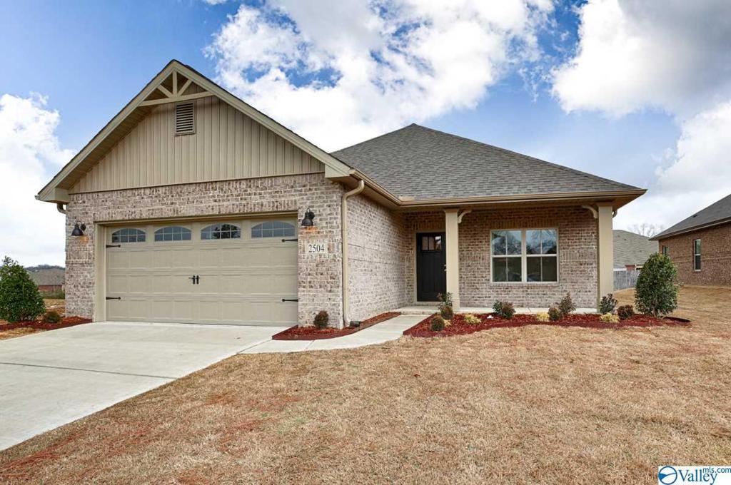 Photo of home for sale at 2524 Celia Court, Huntsville AL