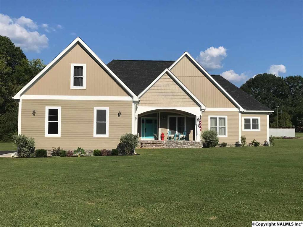 Photo of home for sale at Rainbow Avenue, Rainsville AL