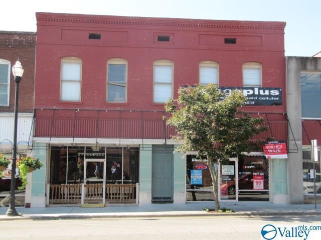 Photo of home for sale at 109 East Main Street, Albertville AL