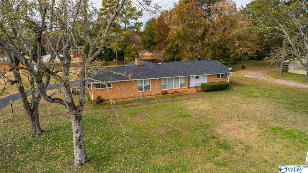 Photo of home for sale at 10106 South Memorial Parkway, Huntsville AL