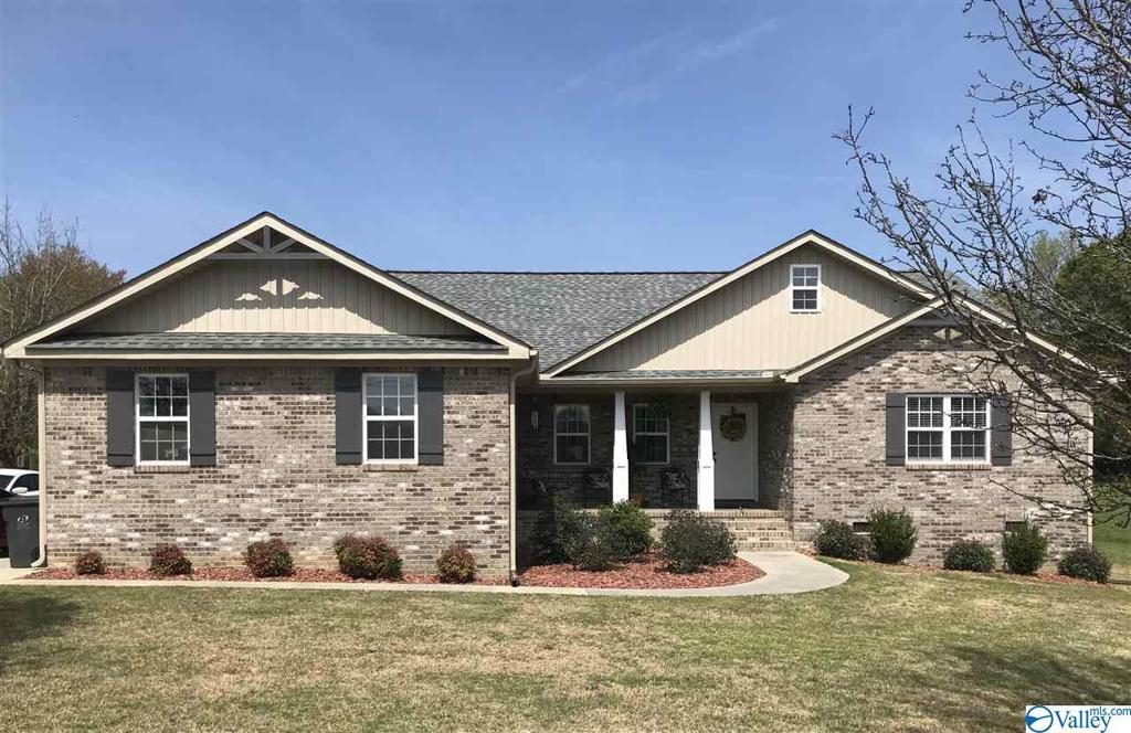 Photo of home for sale at 4350 Richland Way, Southside AL
