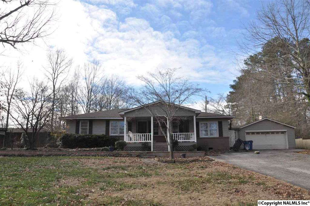 Photo of home for sale at 607 7th Street, Arab AL