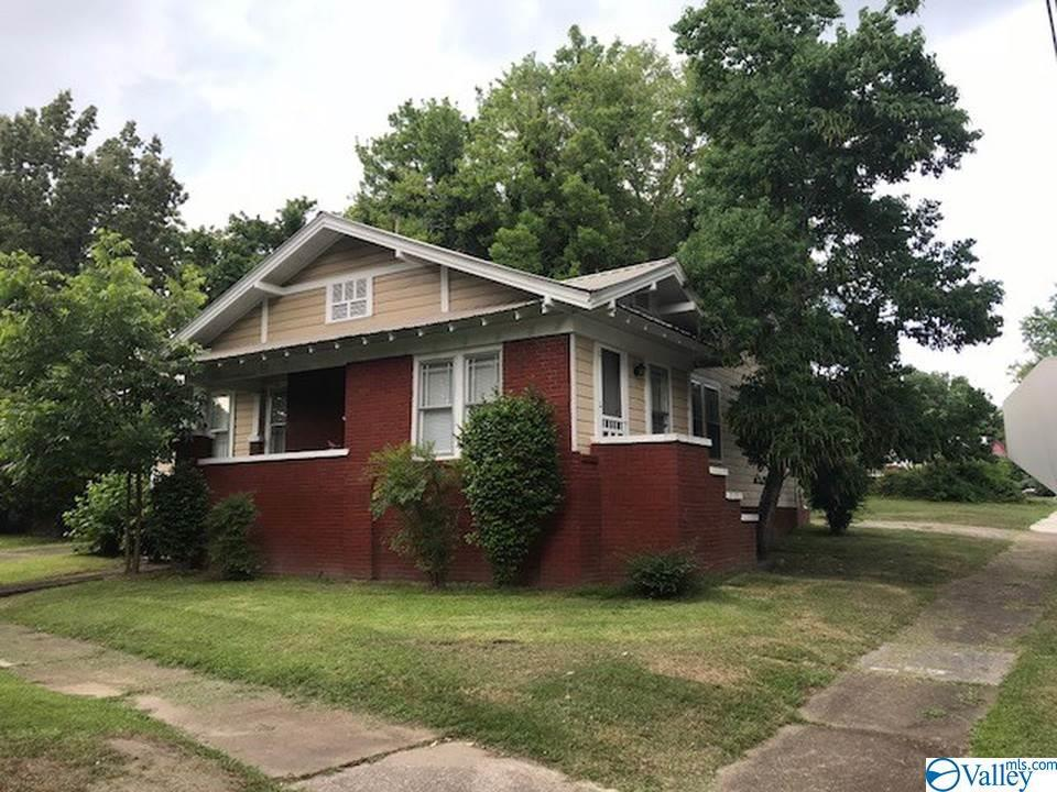 Photo of home for sale at 718 South 10th Street, Gadsden AL