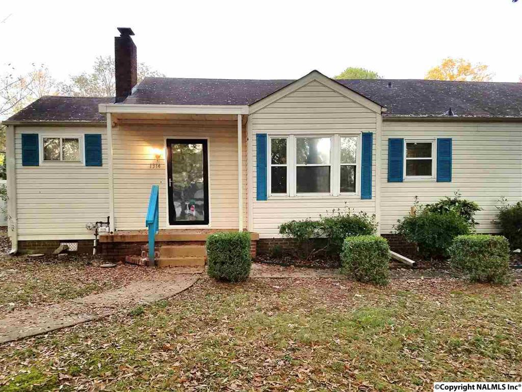 Photo of home for sale at 10th Avenue Se, Decatur AL