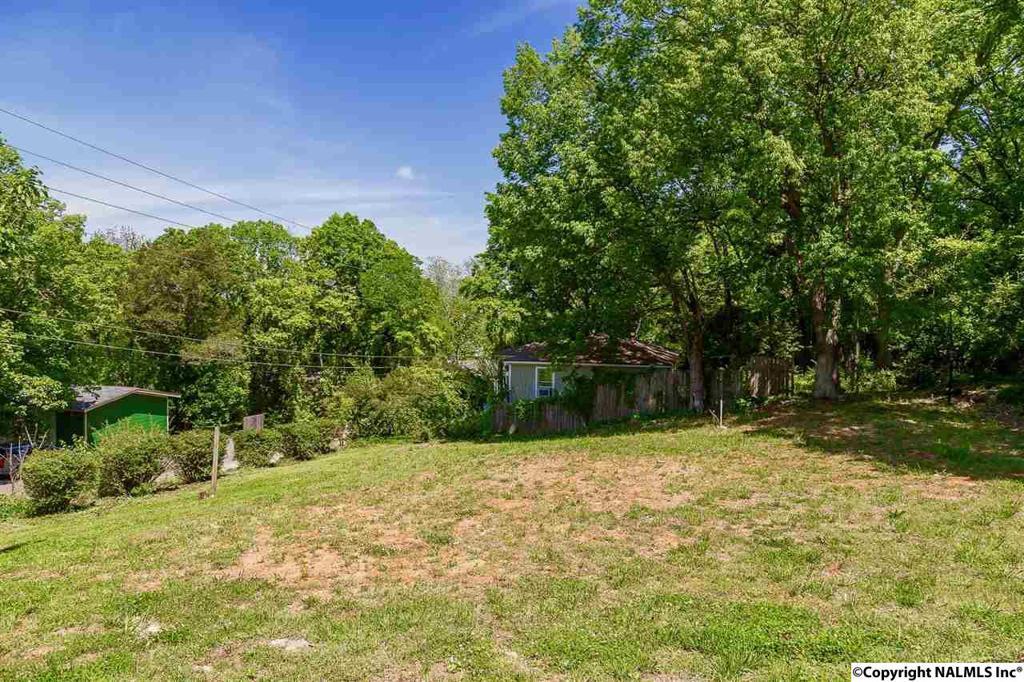 Photo of home for sale at 1701 Randolph Avenue, Huntsville AL