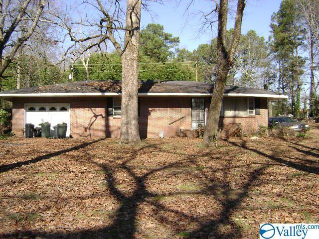 Photo of home for sale at 1533 Woodland Street, Cullman AL